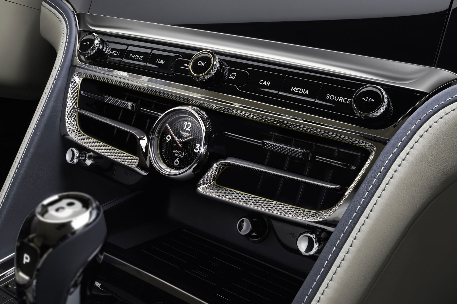 New-Bentley-Flying-Spur-Interior-05.jpg
