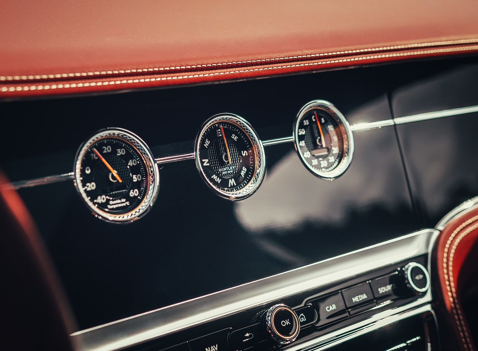 2020-Bentley-Flying-Spur-Color-Extreme-Silver-Interior-Detail-Wallpaper-6.jpg